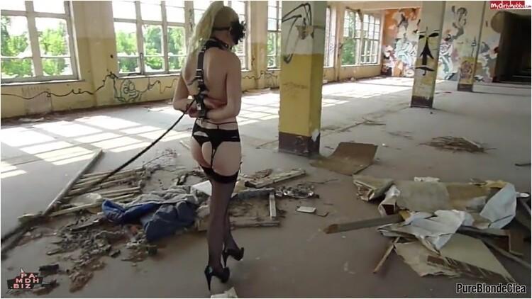 Pissing_-_MDH_PureBlondeClea_-_Fetisch_BDSM_Lauf_im_verlassenen_Ort.mp4._4_.001_l.jpg