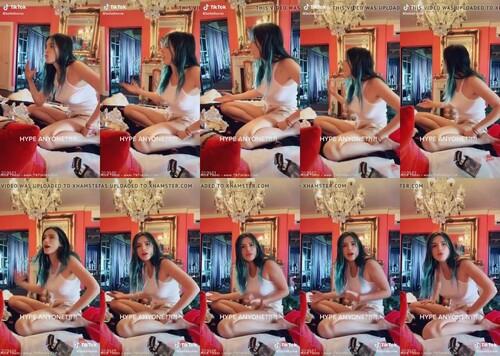 0196 TTnN Bella Thorne Tik Tok Teen Girl Braless m - Bella Thorne Tik Tok Teen Girl Braless [720p / 2.82 MB]