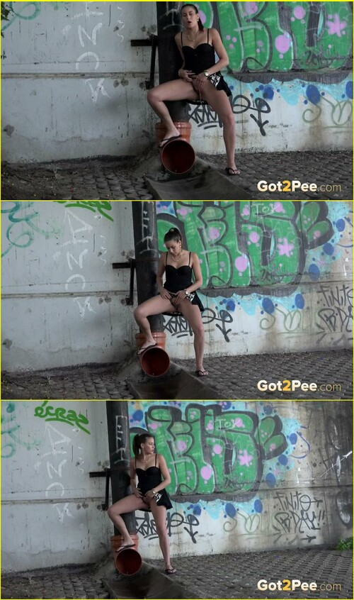 Pee-girl_e067_cover_m.jpg