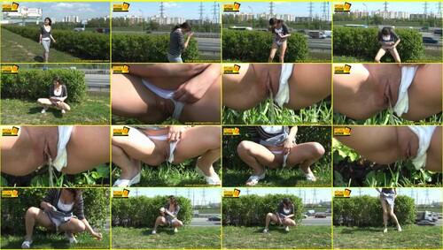 Candid-Girls-outdoor_e068_thumb_m.jpg