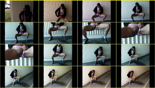 Candid-Girls-outdoor_e088_thumb_m.jpg