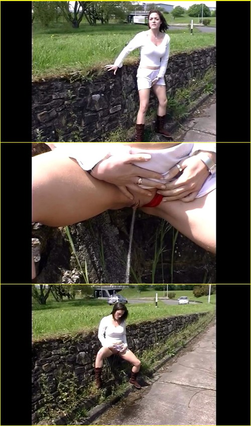Candid-Girls-outdoor_e309_cover_m.jpg