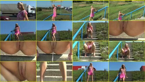 Candid-Girls-outdoor_e312_thumb_m.jpg