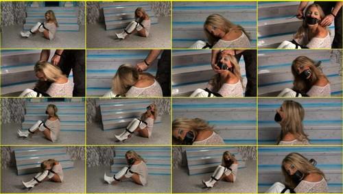 Girls-bondage_d075_thumb_m.jpg