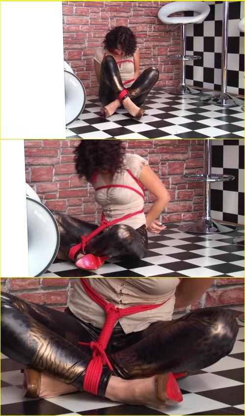 Girls-bondage_d060_cover_m.jpg
