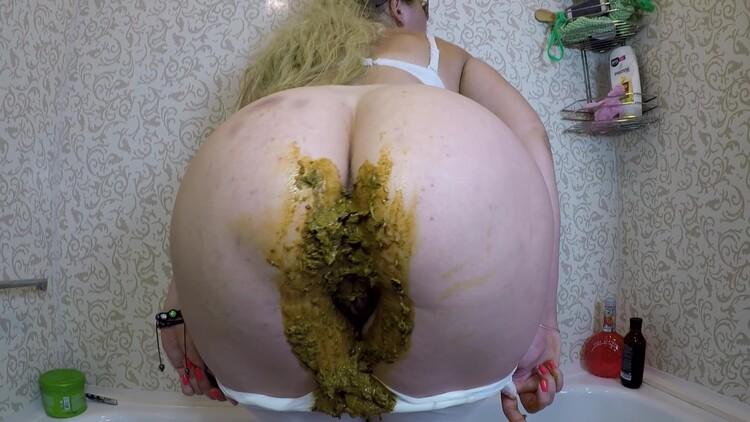 janet - Dirty Diarrhea in White Leggings