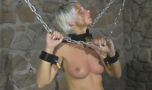 Lena-King-in-heavy-Chains-again-hc-059_m.jpg