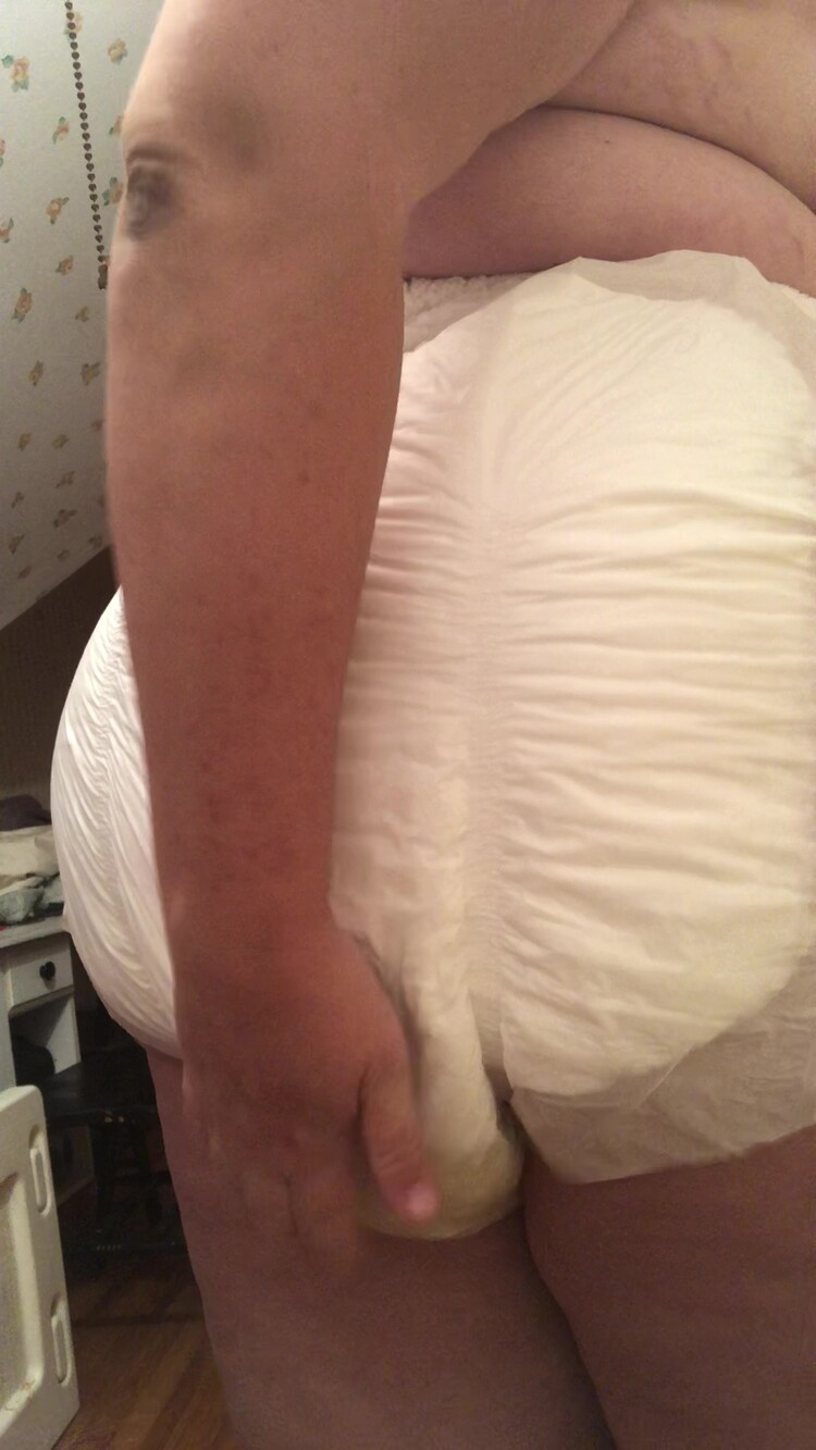 BBWscatqueen - Squishy poop in my baggy diaper