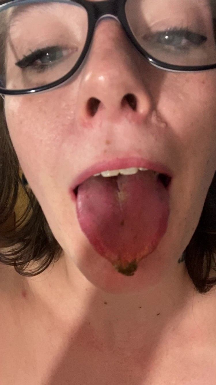 missellie8 - Lil Scat Sniffing Chewer