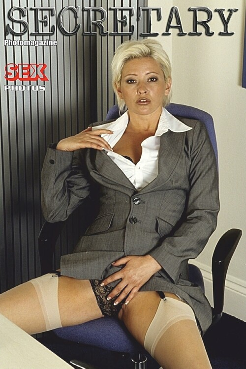 2020-01-01_Panty_MILFs_Adult_Photo_Magazine_m.jpg
